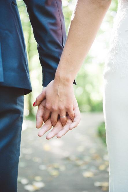 photos des mains de jeunes mariés à strasbourg  - Instant d'émotion