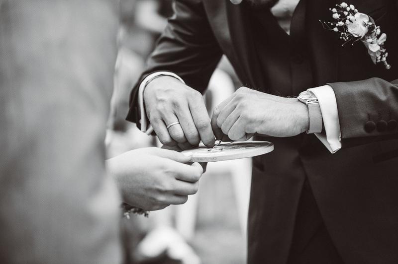 photos d'alliance de mariage à strasbourg - Instant d'émotion